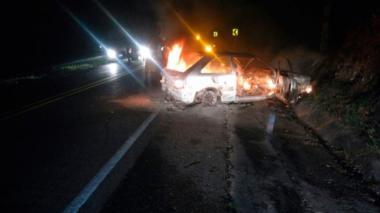 Mueren dos menores quemados en accidente de tránsito