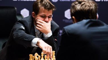 El noruego Magnus Carlsen tuvo un mal comienzo.