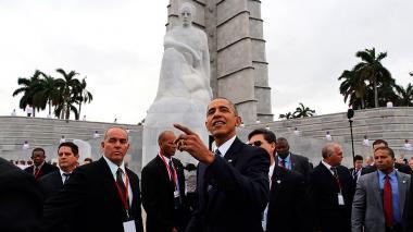 Protagonistas del año 2016: Barack Obama y Raúl Castro, en un saludo histórico después de 50 años