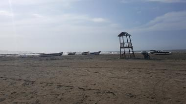 Sector de las playas de Pradomar, donde familiares dicen que se bañaron los jóvenes.
