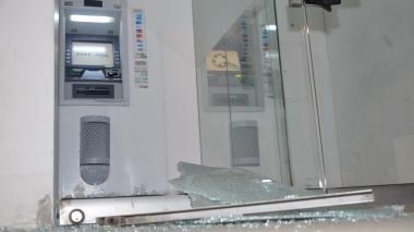 Uno de los cajeros automáticos destruidos este miércoles en Baranoa.