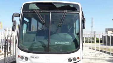 Vándalos rompen rutero de bus de Transmetro en estación Pacho Galán