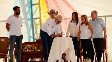 Verano firma contrato con minvivienda para 1.098 viviendas gratis en 4 municipios