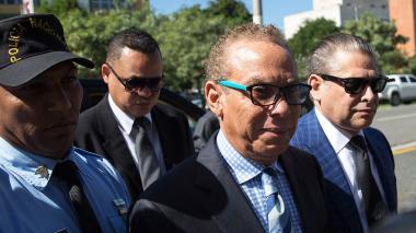 Ángel Rondón,empresario dominicano y representante comercial en República Dominicana de Odebrecht, ingresa al edificio de la Procuraduría para una audiencia acompañado de su abogado Tony Delgado.