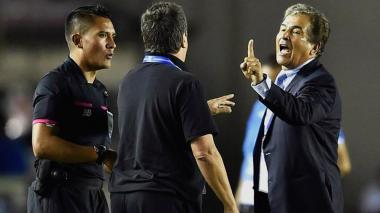 Jorge Luis Pinto ofrece disculpas por incidente con 'Bolillo' Gómez