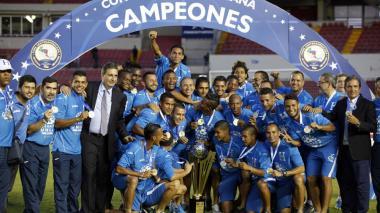 Jorge Luis Pinto levanta invicto la Copa Centroamericana con Honduras