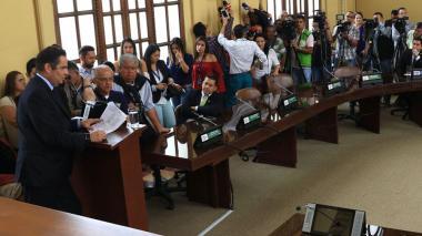 Vargas Lleras dice que no ha tenido apoyo de Cancillería