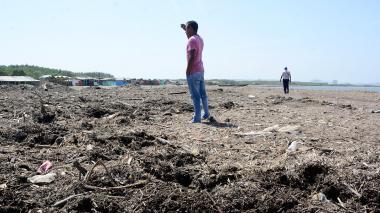 Denuncian contaminación en una de las playas de Puerto Mocho