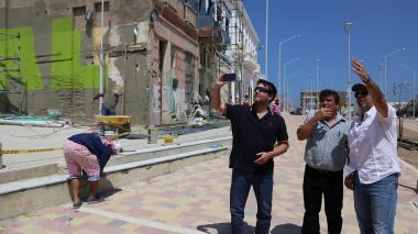 El alcalde de Barranquilla, Alejandro Char, inspeccionó las obras en compañía del gerente de Desarrollo de Ciudad, Jaime Pumarejo, y el secretario de Infraestructura, Rafael Lafont.