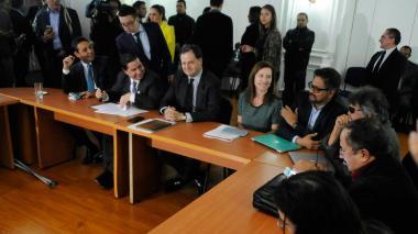 Farc y negociadores presentan al Senado informe de cómo va la paz