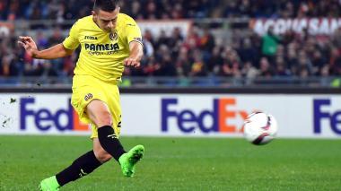 El delantero colombiano del Villarreal, Rafael Borré, anotó el 1-0 ante la Roma a través de este remate.