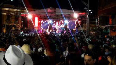 Dolcey Gutierrez y 'Fefi' Mendoza comparten escenario en Baila la Calle.