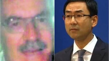 El  colombiano ejecutado Ismael Enrique Arciniegas Valencia (i) y el portavoz del Ministerio de Asuntos Exteriores, Geng Shuang (d).