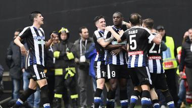 Duván Zapata le marca a la Juventus en el 'Calcio'