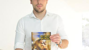 El joven autor Juan Sebastián Londoño durante su visita al EL HERALDO.