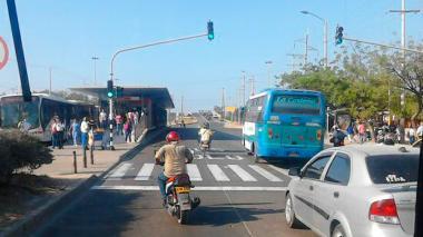 """Operadores de Transmetro reclaman control """"urgente"""" en carril Solo Bus en Soledad"""
