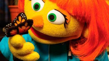 Julia, la nueva marioneta de Plaza Sésamo que padece autismo