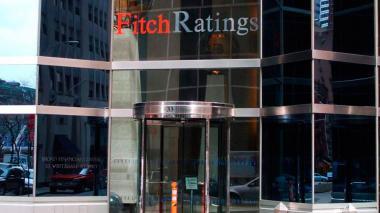 Fitch Ratings mejoró calificación a cinco bancos del país