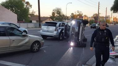 Uber suspende programa de prueba de carros sin conductor tras nuevo accidente