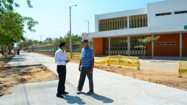 DPS financia obras de pavimentación de vías en la urbanización Mundo Feliz