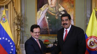 """Colombia llama a su embajador en Venezuela para que """"informe"""" de la situación vecina"""