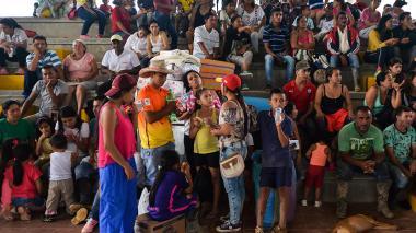 Centenares de damnificados se mantienen en uno de los albergues habilitados por el Gobierno Nacional.
