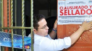 El alcalde Rafael Martinez personalmente selló los negocios ilegales