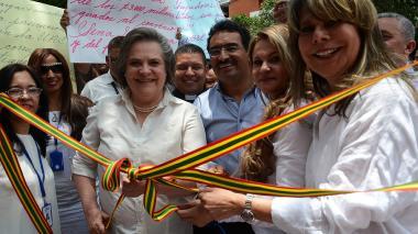 La ministra Clara López en el acto inaugural de la nueva sede de la oficina del Trabajo en Atlántico.