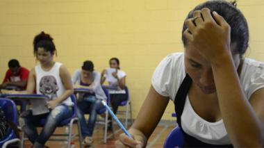 Estudiantes barranquilleros realizando las pruebas saber.