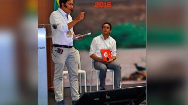 Alberto Escolar junto a Pedro Lemus durante la rendición de cuentas.