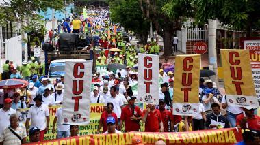 50 mil personas marcharon en el país rechazando crímenes de líderes sociales