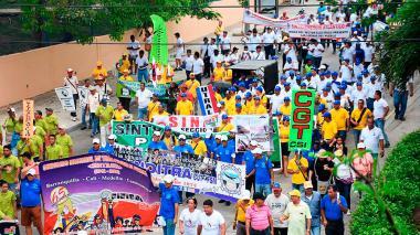 En video | Más de tres mil trabajadores marcharon este lunes en Barranquilla