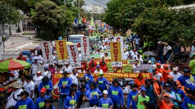 """Trabajadores piden """"paz con equidad social"""""""
