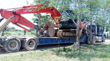 En acciones contra la minería ilegal, Policía incauta retroexcavadora y 3.000 galones de ACPM