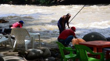 Tras fuerte corriente, restringen a bañistas entrar al río Guatapurí