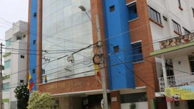 Clinica donde es atendido el oficial herido.