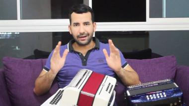 Le roban dos acordeones a Cayito Dangond en Montería