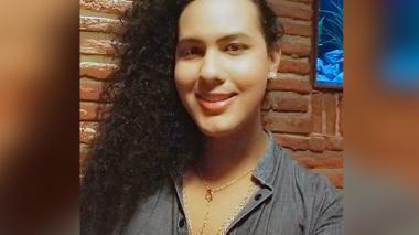 Nomi Simone, la mujer trans que fue discriminada en un baño público.