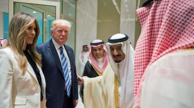 """Trump pide a dirigentes musulmanes luchar contra el """"extremismo"""""""