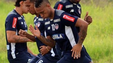 Jarlan Barrera en un entrenamiento con el Junior.