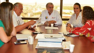 El presidente de Findeter, Luis Fernando Arboleda, y el gobernador del Atlántico, Eduardo Verano, durante el encuentro de este miércoles.
