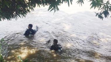 Buzos de la Armada buscan a joven desaparecido en el Río Magdalena