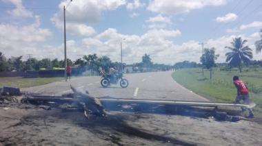 La vía entre Cereté y Montería fue bloqueada ayer debido a las tres muertes.