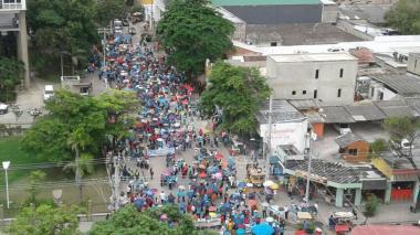 Cientos de docentes protestaron el miércoles por el Centro de Barranquilla.