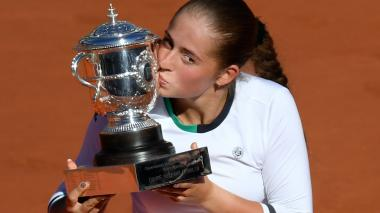 Jelana Ostapenko sorprende a Halep en la final de Roland Garros