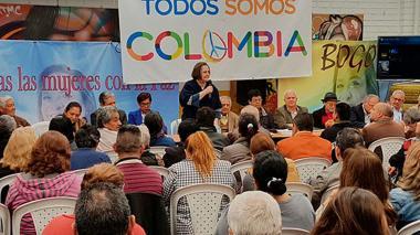 La exministra Clara López sigue en campaña