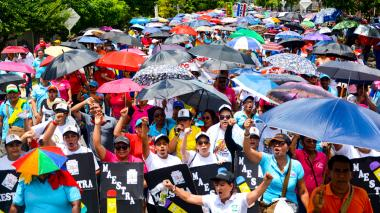 Docentes marchan por segunda vez esta semana contra el Gobierno