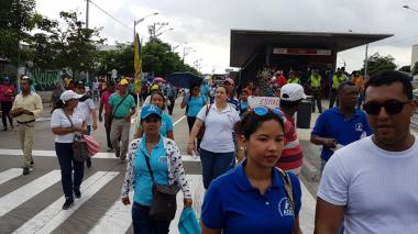 Por marcha de docentes, suspendida operación del sistema Transmetro