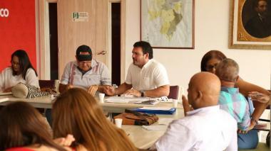 El secretario Barraza en la reunión con los docentes.