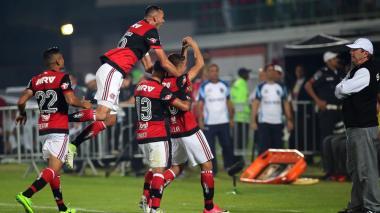 Gustavo Cuéllar marcó un golazo en el triunfo de Flamengo sobre Santos